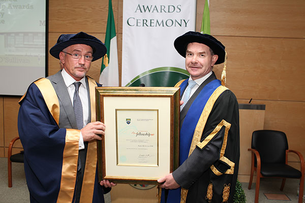 Distinguished-fellowship---Barry-McGuigan-1.jpg